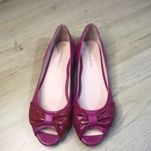 Taryn Rose pink patent leather flats w bow 7 1/2